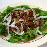 エスニック風 牛肉のサラダの写真
