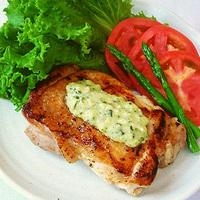 鶏肉のマヨバジルソース添えの写真