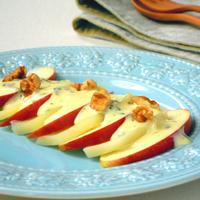 りんごとポテトのスイートサラダの写真