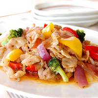 豚肉とカラフル野菜のタイ風炒めの写真