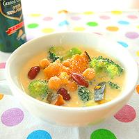 かぼちゃと豆の豆乳味噌スープの写真
