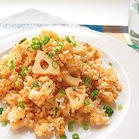 れんこんと鮭の炒飯の写真