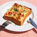 ささがきごぼうとウインナーのトーストの写真